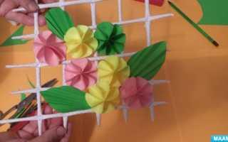 Панно из гофрированной бумаги цветы